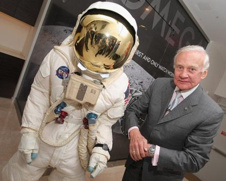 Omega Aldrin Luna